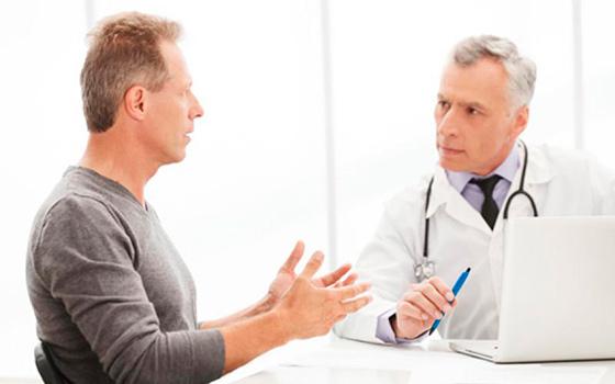 Мужчина на приеме у доктора уролога